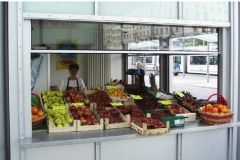 Vertikalschiebenster-Obstladen